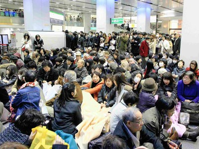 Stranded people wait for their train at Shinjuku station after subway and train services were suspended by an earthquake in Tokyo March 11, 2011. (REUTERS/YOMIURI)