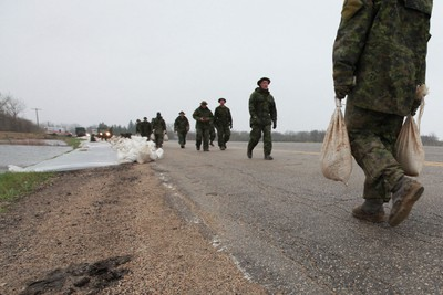 The Canadian Forces help in the sandbagging effort along Hwy 26, 15 km west of St. Francis Xavier, Manitoba Tuesday, May 10, 2011. Elie is approximately 20 km west of Winnipeg. (MARCEL CRETAIN/Winnipeg Sun)