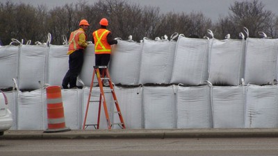 Workers tend to a super sandbag dike at the intersection of 18th Street and Grand Valley Road in Brandon, Man., Tuesday May 10, 2011. Hundreds of residents have been evacuated, as the swollen Assiniboine River threatens the city. (JILLIAN AUSTIN/Winnipeg Sun)