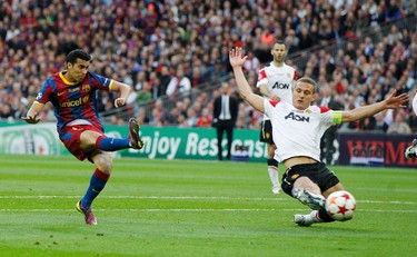 Barcelona's Pedro (L) scores as Manchester United's Nemanja Vidic reacts during their Champions League final soccer match at Wembley Stadium in London on May 28, 2011. (REUTERS)