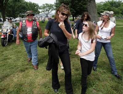 Former Republican vice presidential nominee Sarah Palin walks with her daughter Piper at the Rolling Thunder Memorial Day motorcycle rally on the National Mall in Washington on May 29, 2011. (REUTERS)