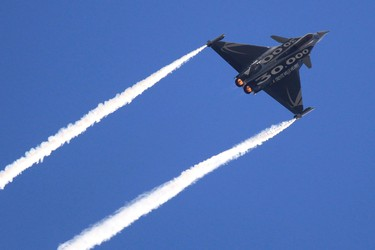 A Dassault Rafale fighter jet takes part in a flying display during the 49th Paris Air Show at the Le Bourget airport near Paris June 24, 2011. REUTERS/Gonzalo Fuentes