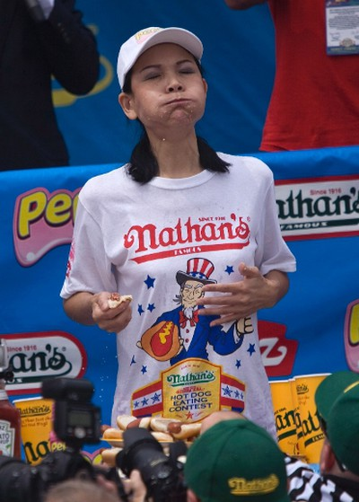 """Sonya """"The Black Widow"""" Thomas competes in the Women's 2011 Nathan's Famous Fourth of July International Hot Dog Eating Contest at Coney Island, Brooklyn, New York July 4, 2011. REUTERS/Allison Joyce"""