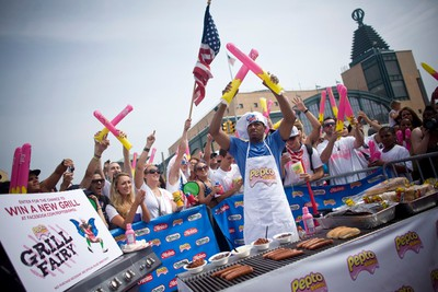 Actor Nick Cannon grills hot dogs before the 2011 Nathan's Famous Fourth of July International Hot Dog Eating Contest at Coney Island, Brooklyn, New York July 4, 2011. REUTERS/Allison Joyce