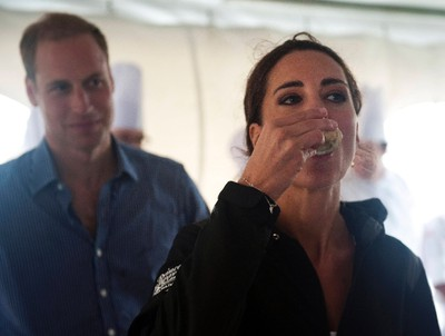 Britain's Catherine the Duchess of Cambridge tries an oyster in Dalvay-by-the Sea, Prince Edward Island July 4, 2011. REUTERS/Mark Large/Pool
