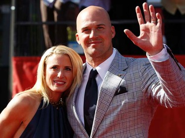 Seattle Seahawks quarterback Matt Hasselbeck and his wife Sarah Egnaczyk arrive at the 2011 ESPY Awards in Los Angeles on July 13, 2011. (REUTERS/Danny Moloshok)