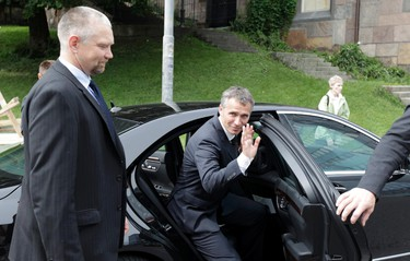"""Norwegian Prime Minister Jens Stoltenberg  waves hand as he leaves the blast site in Oslo July 26, 2011. Norwegian Anders Behring Breivik is in all likelihood """"insane"""", his lawyer said after the anti-Islam radical admitted to bomb and shooting spree in Norway on Friday that killed 76 people.  REUTERS/Cathal McNaughton"""