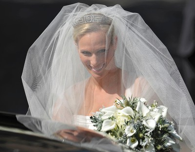 Britain's Zara Phillips, the eldest granddaughter of Queen Elizabeth, arrives  for her wedding to England rugby captain Mike Tindall, at Canongate Kirk in Edinburgh, Scotland July 30, 2011.  REUTERS/Dylan Martinez