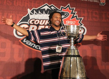 Winnipeg Blue Bombers Kenny Mainor hams it up with the Grey Cup is  in Vancouver, B.C. Nov 23, 2011 during a team media breakfast. (ANDRE FORGET /QMI AGENCY)