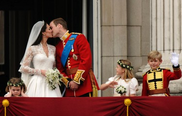 Britain's Prince William and his wife Catherine, Duchess of Cambridge kiss on the balcony at Buckingham Palace, watched by bridemaids Grace van Cutsem (L) and Margarita Armstrong-Jones and pageboy Tom Pettifer, after their wedding in Westminster Abbey, in central London April 29, 2011. REUTERS/Dylan Martinez