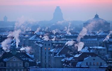 Smoking chimneys can be seen on early February 6, 2012 in Leipzig, eastern Germany, where temperatures fell down to minus 20 degrees Celsius.     AFP PHOTO / JAN WOITAS