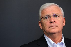 Senators GM Bryan Murray says it doesn't make sense to deal top prospects and high draft picks for potential unrestricted free agents. (FILE PHOTO)