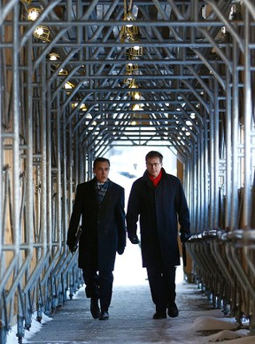Bank of Canada Governor Mark Carney (L) walks to a news conference with Senior Deputy Governor Tiff Macklem in Ottawa January 18, 2012. (REUTERS/Chris Wattie)
