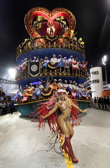 A reveller of Gavios da Fiel samba school dances ahead of a float during the second night of carnival celebrations in Sao Paulo on February 19, 2012. AFP/VANESSA CARVALHO