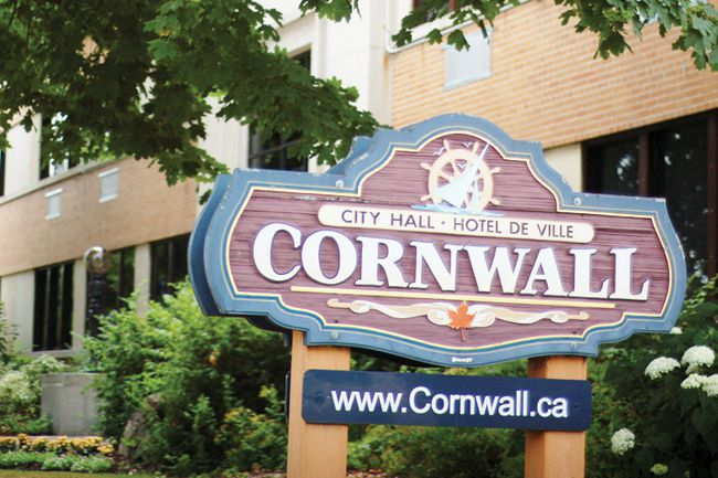 Cornwall city hall is located at 360 Pitt St.