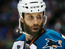 Joe Thornton takes stand against Sharks GM's rebuild talk