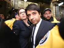 Jian Ghomeshi leaves College Park courts_8