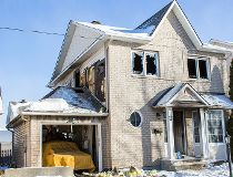 House fires forces Nepean family out