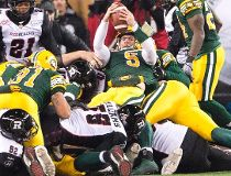 Edmonton Eskimos quarterback Jordan Lynch (5) dives in with the winning touchdown during fourth quarter Grey Cup action Sunday November 29, 2015 in Winnipeg. The Edmonton Eskimos defeated the Ottawa Redblacks 26-20 Sunday in the 103rd CFL Grey Cup. THE CA