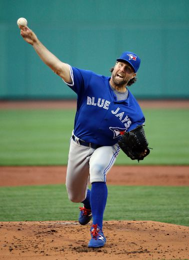 Blue Jays' R.A. Dickey too tricky for Red Sox bats