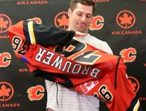 Troy Brouwer signs with Calgary Flames