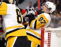 Ottawa Senators' Zack Smith (15) grabs on to Pittsburgh Penguins' Sidney Crosby (87) during first period NHL hockey action in Ottawa, Thursday March 23, 2017. THE CANADIAN PRESS/Justin Tang