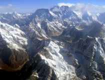 This photograph taken from an aircraft shows an aerial view of Mount Everest (C) and The Himalayan mountain range, some 140kms (87 miles) north-east of Kathmandu on April 3, 2013. AFP PHOTO/Prakash MATHEMA