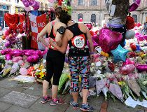 Marathon runners pay respect