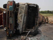 PAKISTAN-ACCIDENT-FIRE-OIL-ROAD