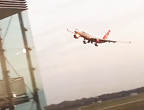 Amateur video from the Duesseldorf Airport.