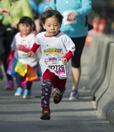 VANCOUVER,BC:APRIL 17, 2016 -- Participants of the 2016 Shaw Mini Sun Run run in Vancouver, BC, April, 17, 2016. (Richard Lam/PNG) (For ) 00042786A [PNG Merlin Archive]