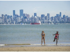 It looks like Metro Vancouver is in for its first real heat wave of the summer. Environment Canada has posted a special weather statement, saying temperatures across the South Coast of B.C. will climb into the low 30s over the next few days as a large ridge of high pressure builds along the coast.