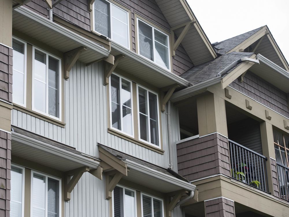 B.C. condos built to fix leaky problem with overhangs now facing bigger problem
