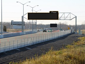 The last remaining section of the Herb Gray Parkway is seen in Windsor on Wednesday, Nov. 4, 2015. MTO officials overseeing construction said the final stretch between Labelle and Ojibway Parkway will be open before the end of November.