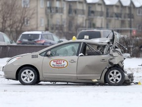 A two vehicle crash close a major intersection in Winnipeg today.  A large pick up truck collided with a taxi cab.   Wednesday, December 13, 2017.   Sun/Postmedia Network