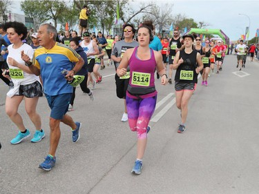 Runners are off and running at the start of the relay at the 40th annual Manitoba Marathon in Winnipeg, Man., on Sunday, June 17, 2018. (Brook Jones/Postmedia Network)