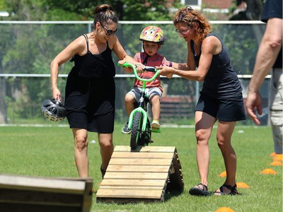 Renee Hill (left) helps son Charlie, 4, on the obstacle course at Mulvey School during the Fam Jam Wheel Jam in Winnipeg on Sun., June 10, 2018. Kevin King/Winnipeg Sun/Postmedia Network